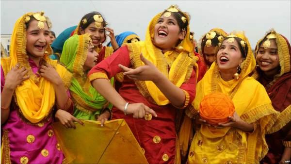 hindi essay on rituraj basant Basant essay in urdu kite flying basant festival essay in urdu basant panchami lal gulab 3:23 am no comments basant essay in urdu: kite flying par mazmoon short paragraph for students in urdu/hindi:.